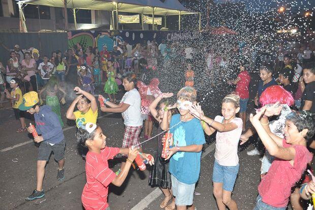 Cerca de 4 mil crianças e adultos lotam Fernando Corrêa em matinê no domingo