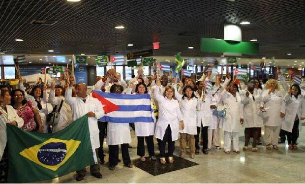 Médicos cubanos desembarcam nesta segunda-feira em quatro capital brasileiras