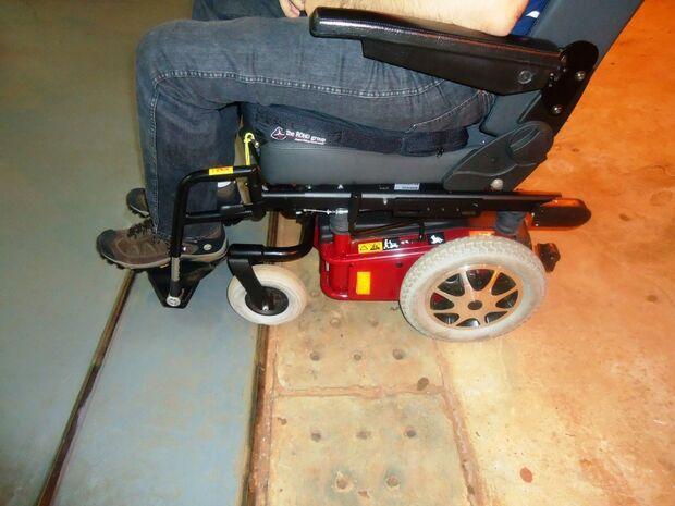 Governo vai distribuir cadeiras de roda motorizadas