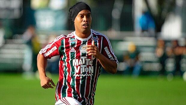 'Novo time' de Ronaldinho é de 2ª divisão e não paga salários
