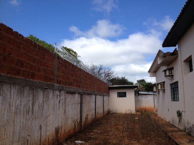 Presos serram grades de cela durante a madrugada e fogem da cadeia pública de Batayporã