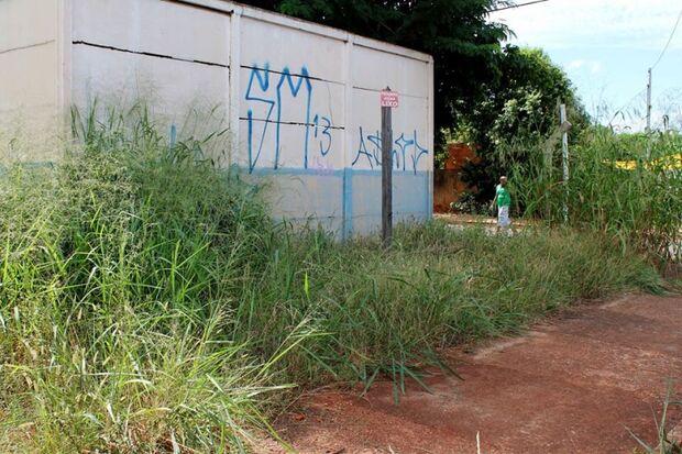 Prefeitura alega falta de verba e Vila Nhá Nhá fica sem sede de associação