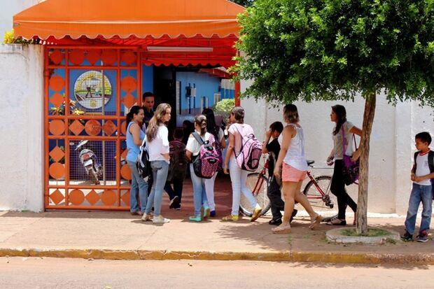Pais reclamam da falta dos kits escolares nas escolas da Reme na Capital