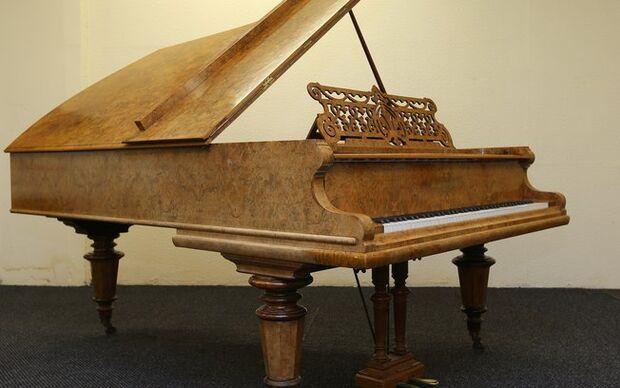 Piano usado pelos Beatles para compor Help! será leiloado por R$ 194 mil