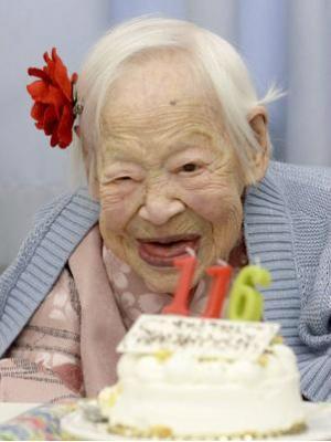 Mulher mais velha do mundo está 'mais ou menos' feliz aos 116