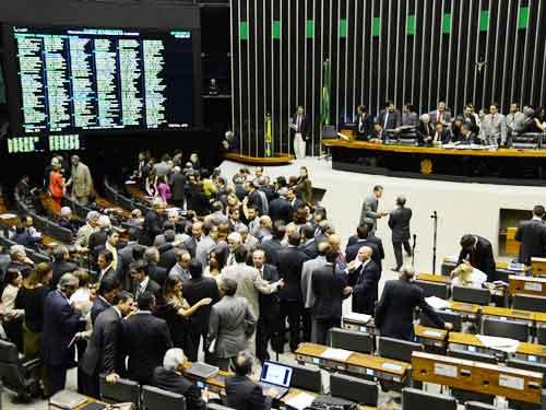 Senado pode acabar com 13º e 14º salários de parlamentares reeleitos