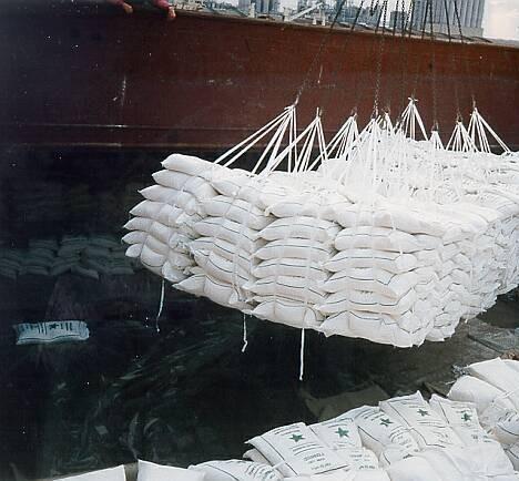 Exportações brasileiras com açúcar atingem quase 4% no mês de outubro