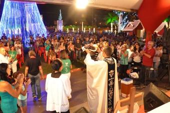 Encerramento da Cidade do Natal termina com missa e show de Delinha