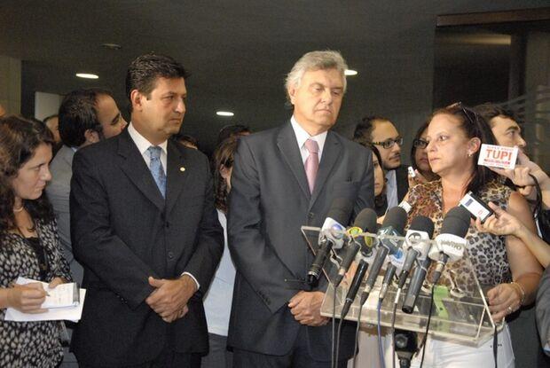 Bancada do DEM acolhe médica cubana e denuncia programa Mais Médicos