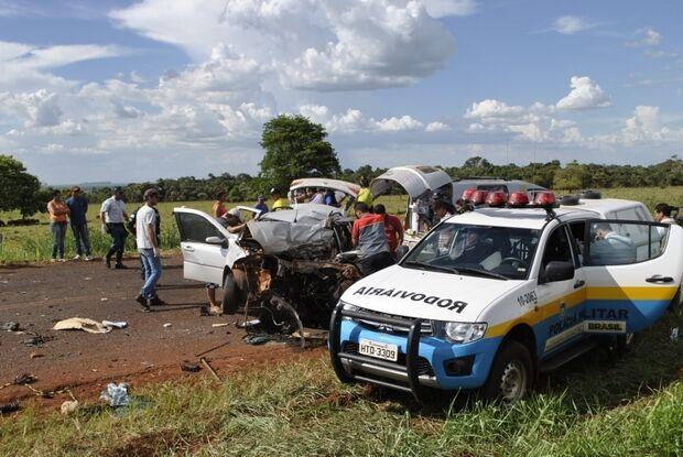 Acidente na MS-379 envolvendo carro e carreta mata uma pessoa
