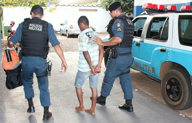 Menor é detido em flagrante com jóias e aparelhos eletrônicos no Rita Vieira