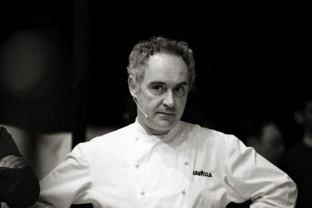 """Teleconferência  """"Ferran Adrià e Inovação"""" está sendo transmitida pelo Senac neste momento"""