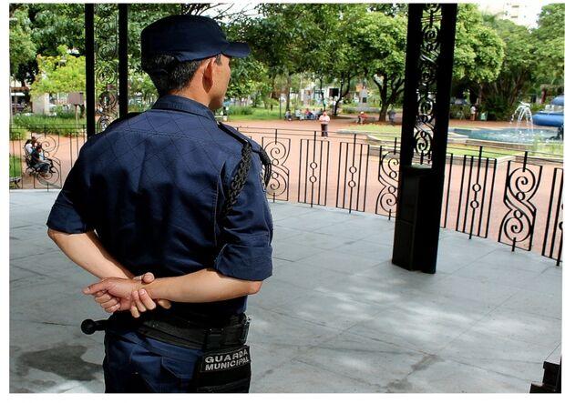 População desconhece lei sobre uso de armas pela Guarda Municipal, mas concordam