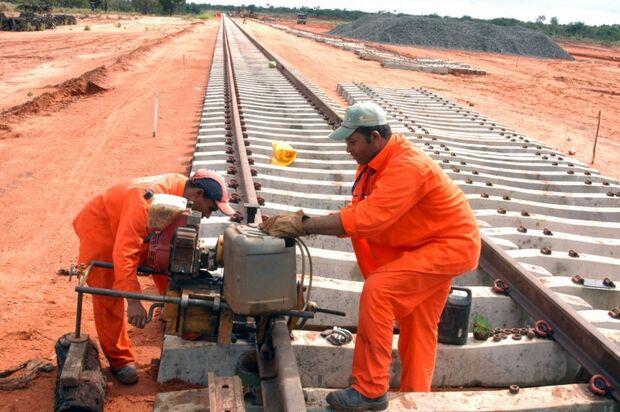 TCU embarga obras de infraestrutura em sete Estados brasileiros