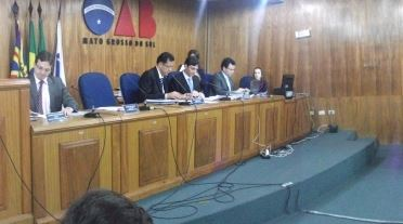 Reunião do Conselho da OAB começa com bate-boca