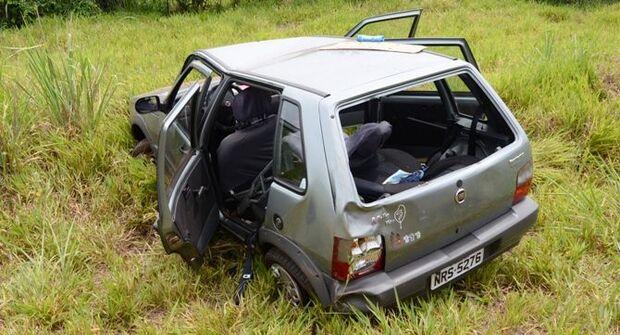 Carro capota e deixa cinco feridos na MS-276
