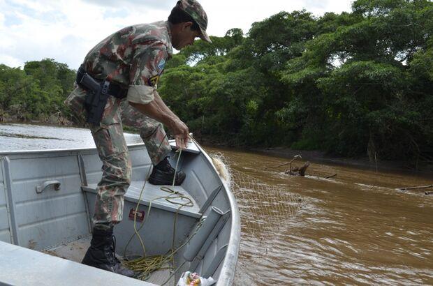 PMA apreende 50 kg de pescado e vários apetrechos de pesca no rio Miranda