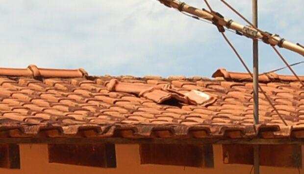 Em Batayporã, ladrão tenta invadir casa pelo telhado