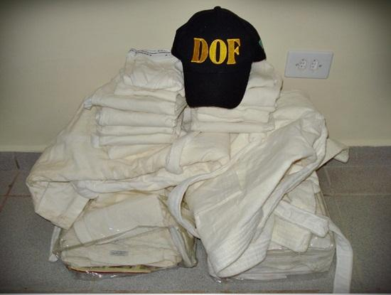 Homens são presos com cocaína embaladas em roupa na BR-262