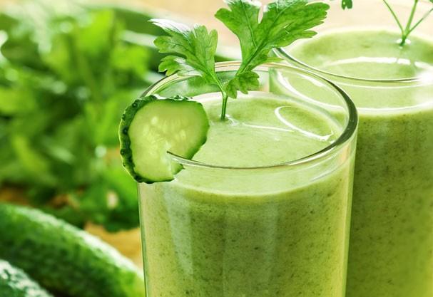 Nutricionista ensina receita de suco verde para revigorar foliões