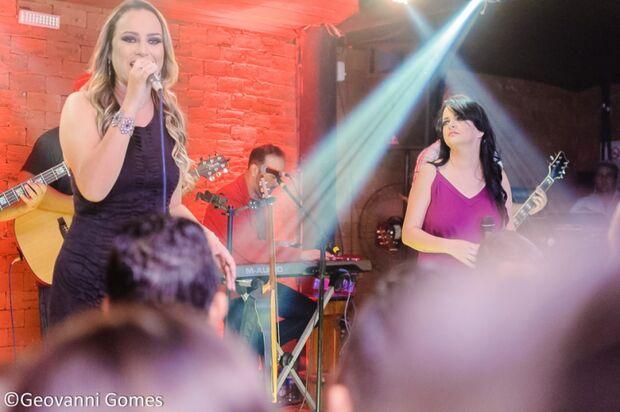 Patrícia e Adriana gravam DVD com participação de Maiara e Maraísa