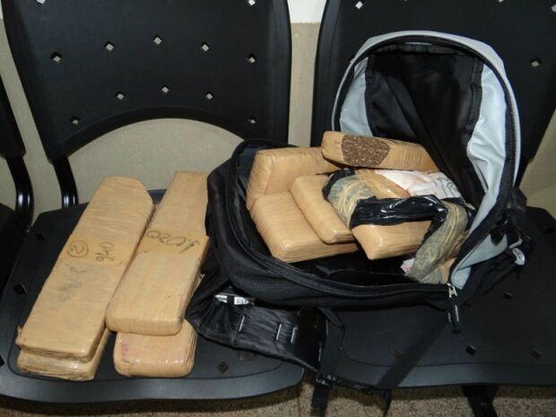 Polícia apreende entorpecente que seria negociado por R$ 10 mil