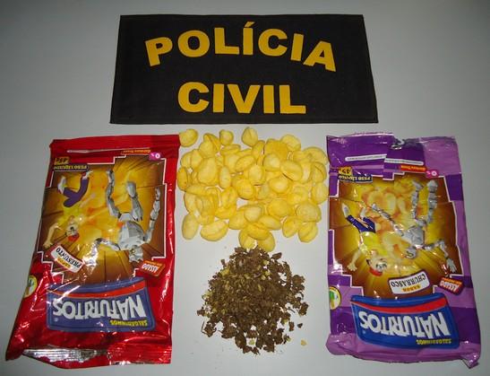 Policiais encontram droga escondida em pacotes de salgadinhos em Mundo Novo