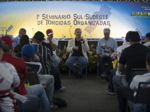 Torcidas organizadas assinam documento pedindo paz nos estádios