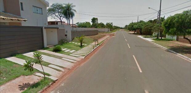 Mulher é assaltada em frente de casa na Vila Nascente