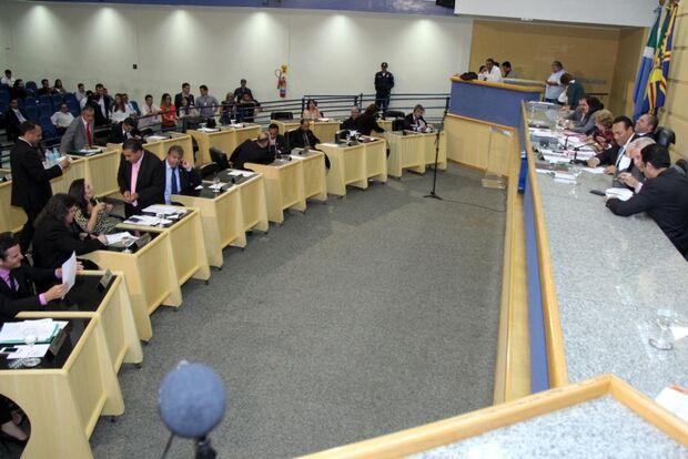 Após sessões relâmpagos, Câmara votará 15 projetos