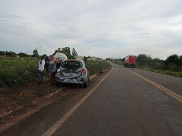 Motorista de carreta foge após colidir com carro na MS-262