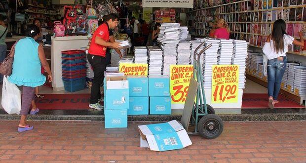 Lei Federal proíbe itens absurdos exigidos por listas de materiais escolares na Capital