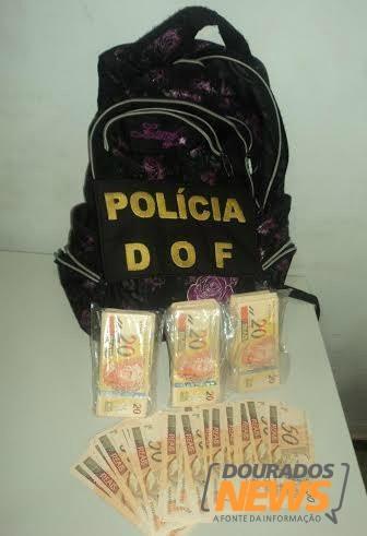 Polícia apreende dinheiro falso e maconha em ônibus de viagem