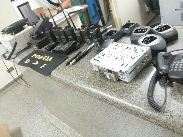 Polícia descobre central clandestina de rádio e seis são presos