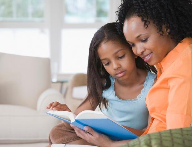 Itaú incentiva a leitura para pais e filhos