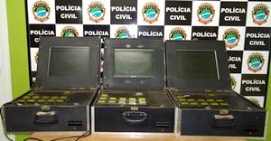 Rocam apreende máquina caça níqueis, maconha e cocaína em bar no Tiradentes