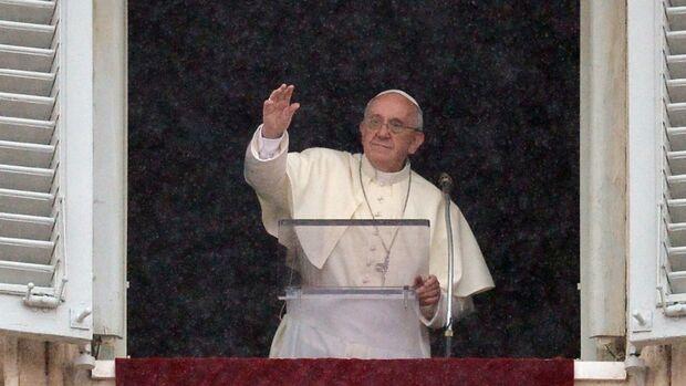 Papa Francisco faz oração às vítimas de supertufão nas Filipinas
