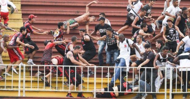 Vasco tenta 'virada de mesa' para ganhar pontos da confusão em Joinville e escapar da Série B