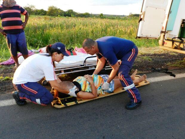 Família que retornava de férias cai em ribanceira na BR-262