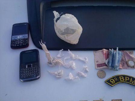 Homem é preso ao ser flagrado vendendo drogas na Capital