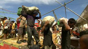 Fome e sede ameaçam sobreviventes de tufão nas Filipinas