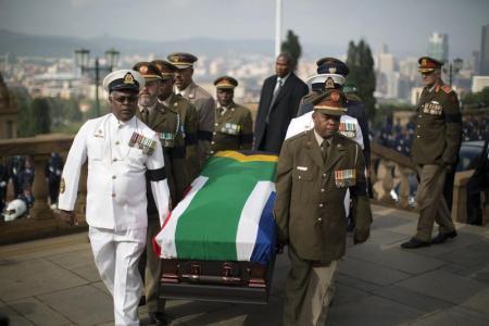 Corpo de Mandela começa a ser velado em Pretória