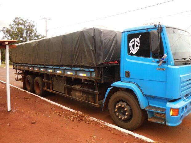 Polícia apreende caminhão com chapas gráficas contrabandeadas