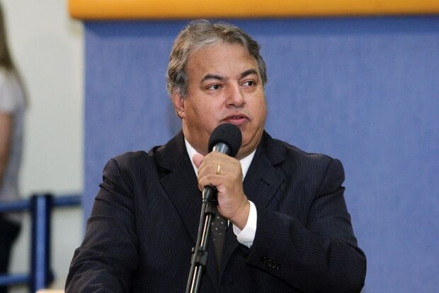 Comissão desiste de escolher substituto de Alceu e vai aguardar notificação