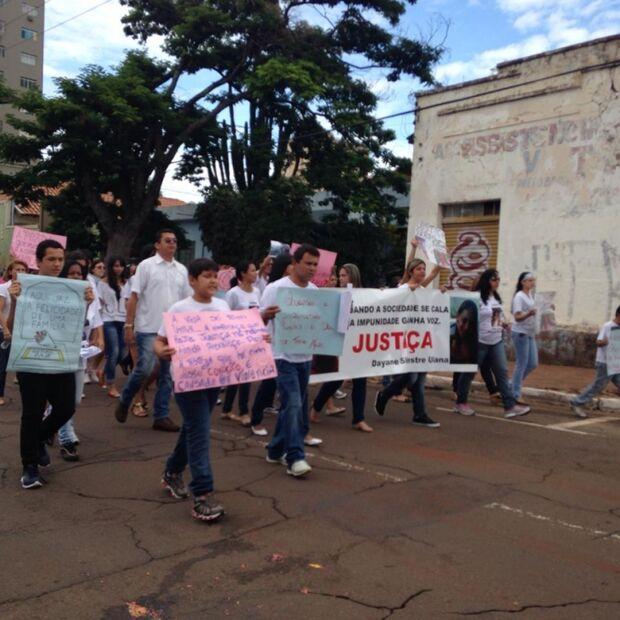 Manhã de domingo é marcada por protesto na Capital