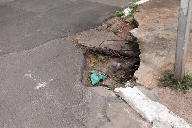 Buraco na Avenida Madrid causa transtorno aos moradores da região