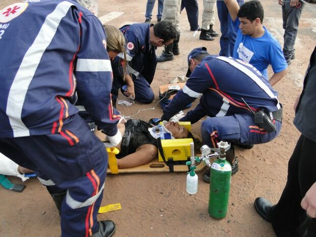Colisão entre carro e moto provoca duas vítimas na BR 262