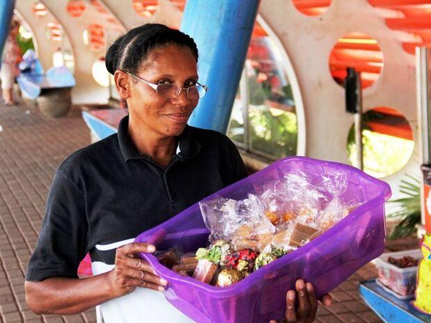 Vendedora de doces em terminal é exemplo de superação