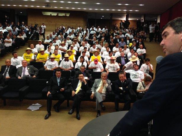 Produtores de MS protestam em frente ao Ministério da Justiça, em Brasília