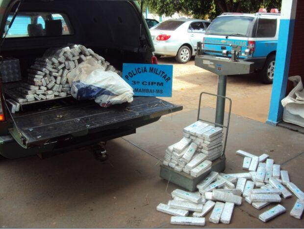 Policiais vistoriam veículo capotado em Amambai e encontram 145 kg de maconha